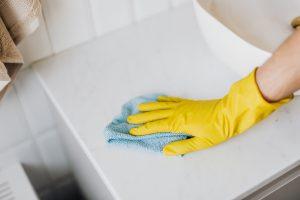 Laisser agir un désinfectant