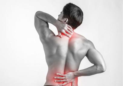 homme-avec-zones-de-douleurs-dans-le-dos.png